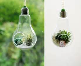 20+ Awesome DIY Ideas For Recycling Old Light Bulbs