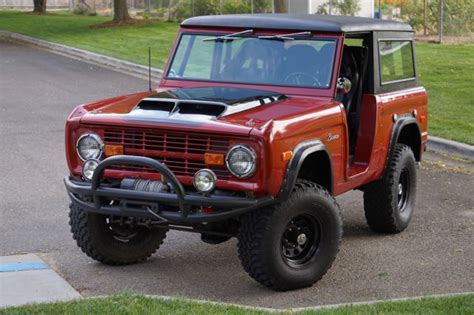 1972 Early Ford Bronco, 302 Roadster, 4 spd, doors, hard