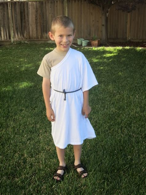 World's Easiest Toga Costume | Fun Family Crafts