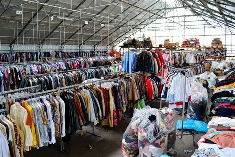 Wholesale Clothing Suppliers: Find the Best Suppliers!