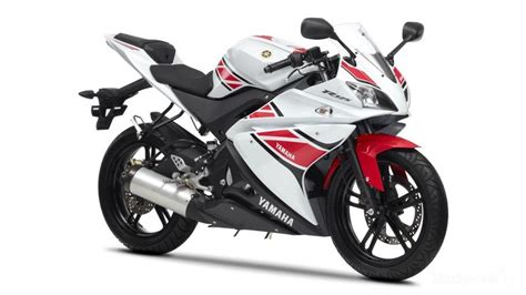 2012 Yamaha YZF-R125 WGP 50th Anniversary Review - Top Speed
