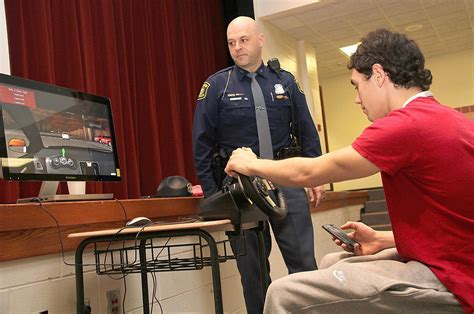 Say no to distracted driving - News - Hillsdale
